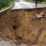 Lluvias Cortan Carretera en la Sierra de Guerrero